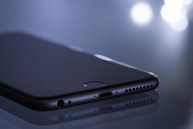 Czym chronić ekran telefonu?