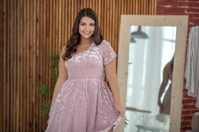 Latem najwygodniej w sukience. Pomysły na stylizacje dla puszystych pań