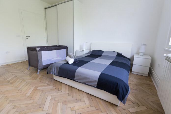 Czy w hotelu można wypożyczyć łóżeczko dla dzieci?